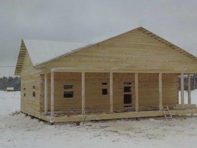 Строительство одноэтажного дома из бруса под усадку